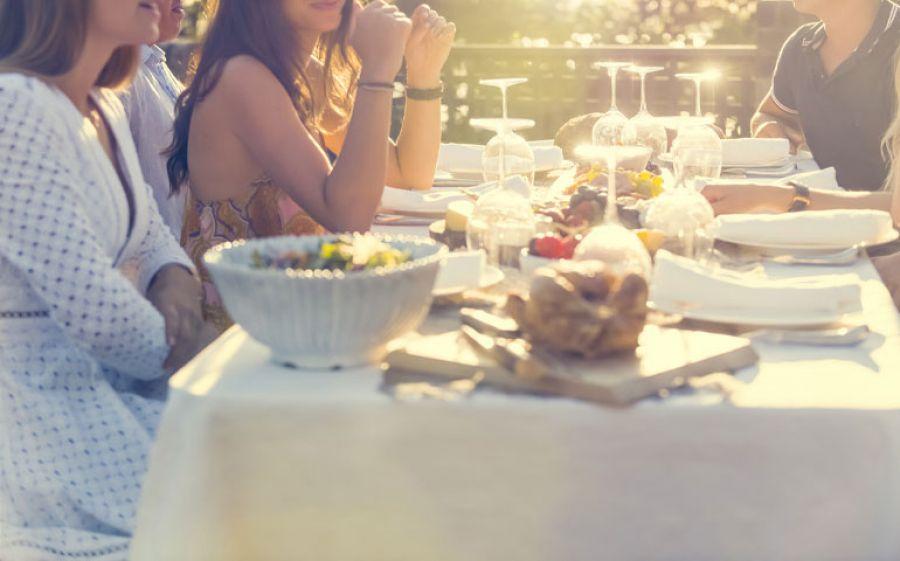 Torna a Milano il flashmob La Camera Chiara: una cena in bianco tutta da gustare