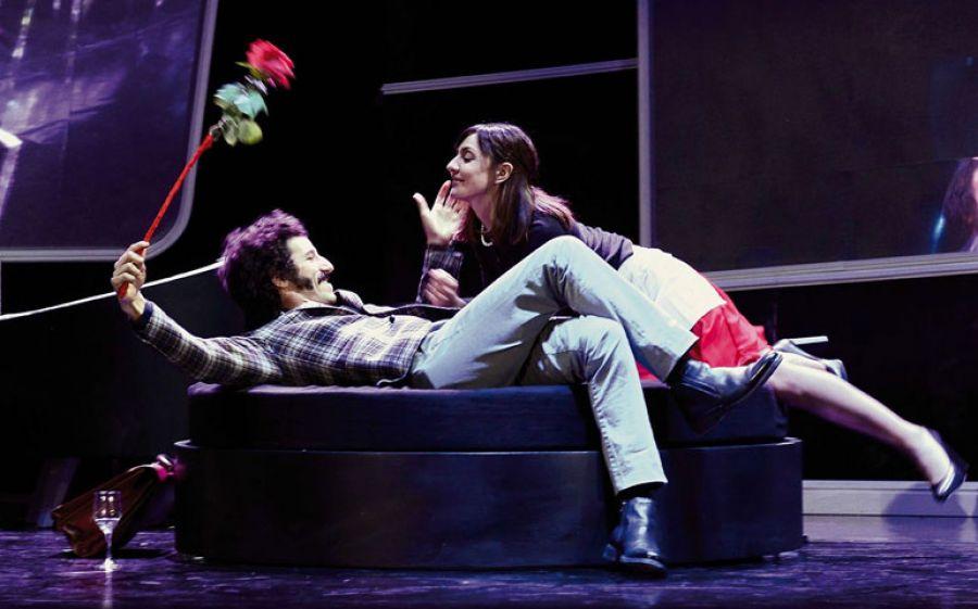 Al Teatro Manzoni di Milano Michele Placido dirige i Tradimenti di Harold Pinter con Ambra Angiolini, Francesco Scianna e Francesco Biscione