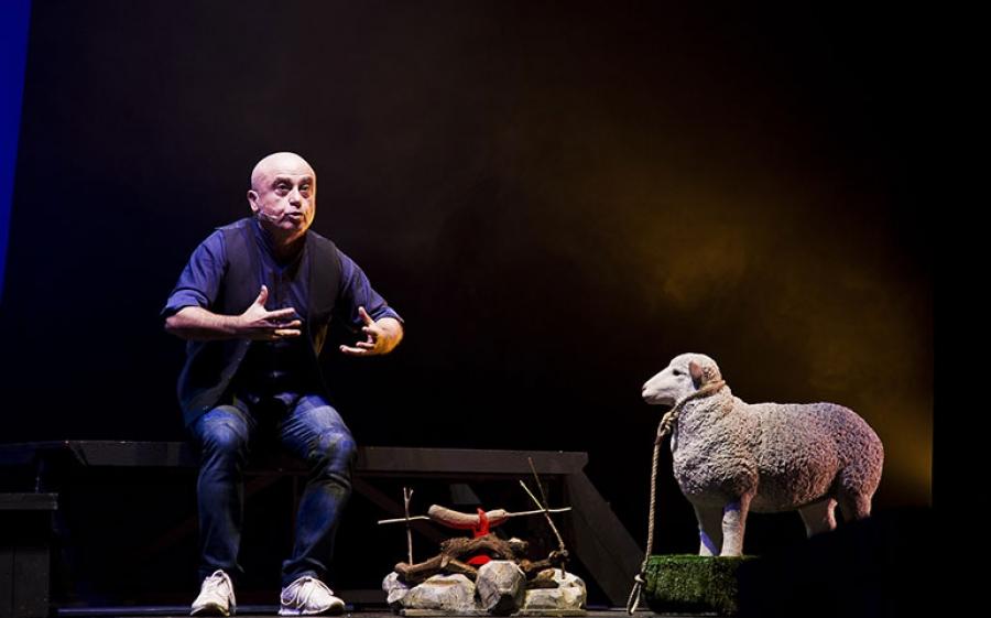 """Paolo Cevoli al Teatro Manzoni di Milano con la sua intepretazione de """"La Bibbia"""""""
