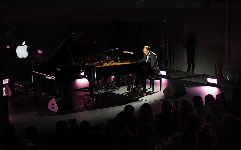Piano City 2019 apre col botto: il primo concerto ieri sera all'Apple Store in Piazza Liberty