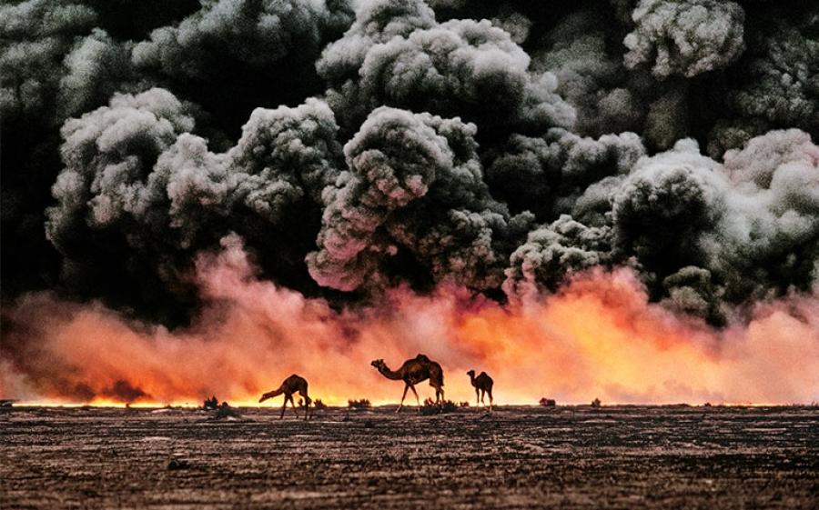 Steve McCurry - Al Ahmadi, Kuwait 1991
