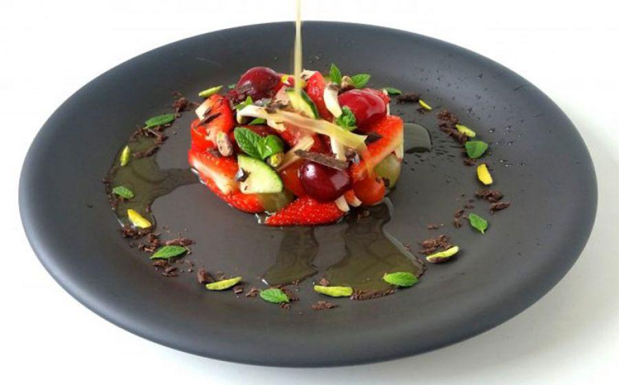 Fresh Red Passion: le fragole, verdura, frutta secca e cioccolato per un'insalata speciale