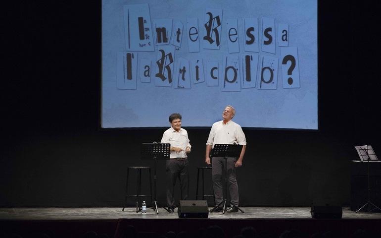 """Ultima chiamata per """"Interessa l'articolo?"""", la stand up comedy italiana di Enrico Bertolino al Teatro Manzoni per lo spettacolo finale del 6 Maggio"""