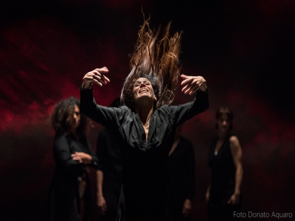Madre, balletto civile al Piccolo Teatro|||