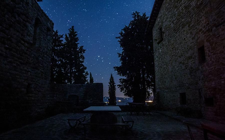 Dormire sotto le stelle al Castello di Petroia, in Umbria