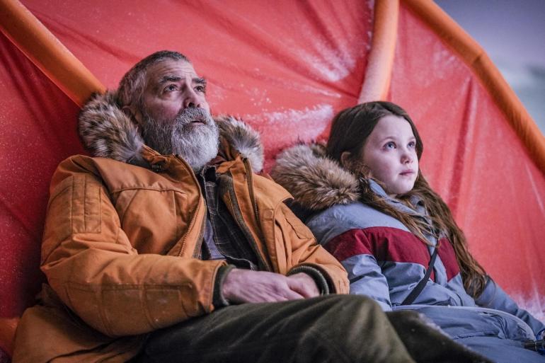The Midnight Sky: da oggi su Netflix il nuovo film post-apocalittico di e con George Clooney