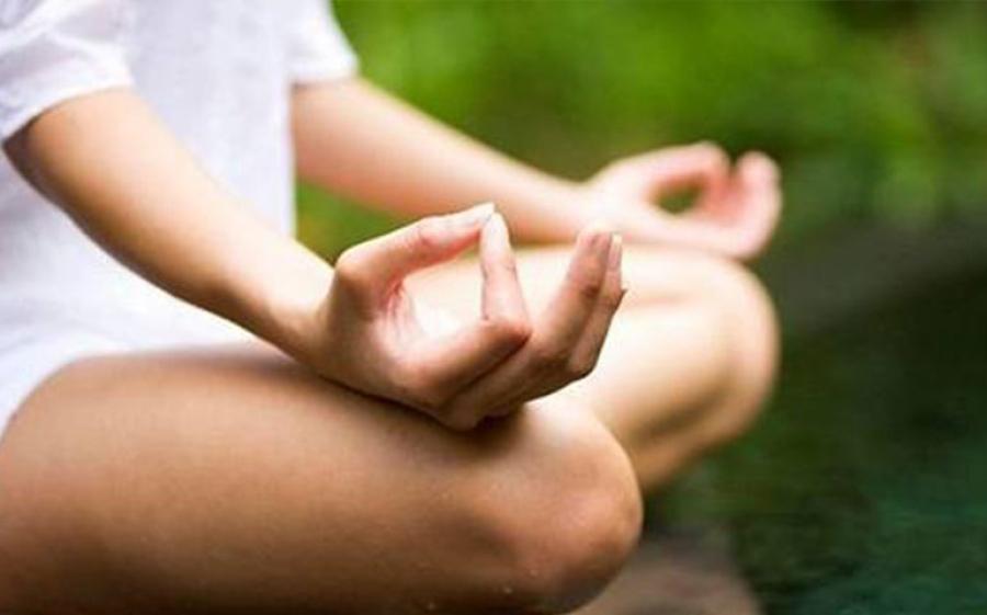 Yoga in galleria per la rigenerazione creativa di corpo e mente