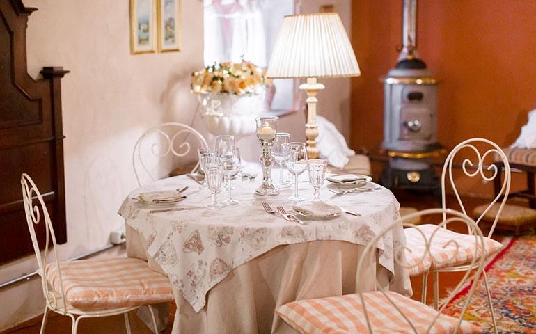 Osteria del Ponte: cucina milanese in una cascina country chic a Trezzano sul Naviglio