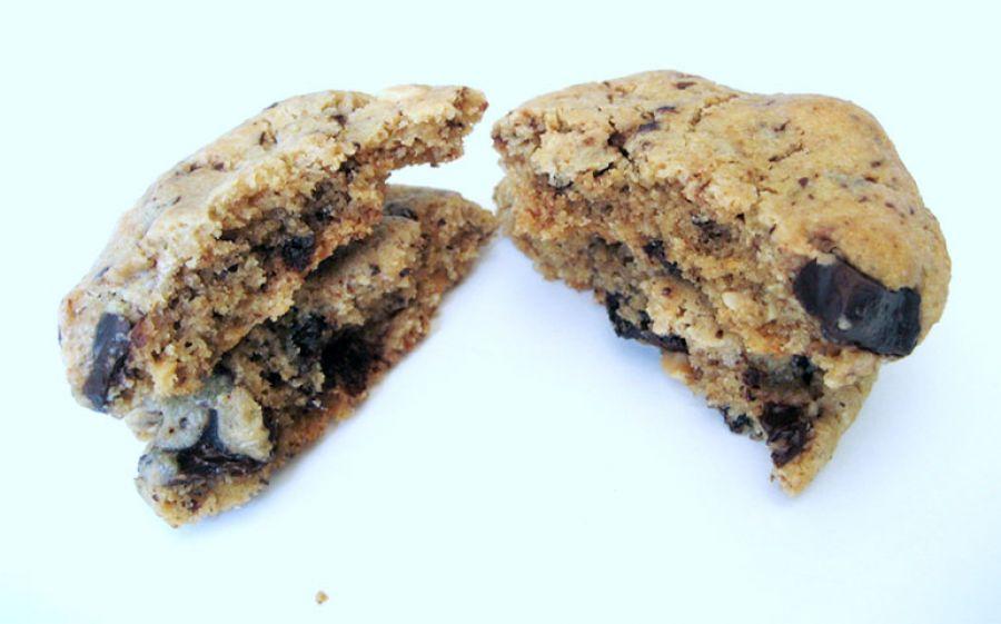 Cookies al doppio cioccolato e burro di noccioline